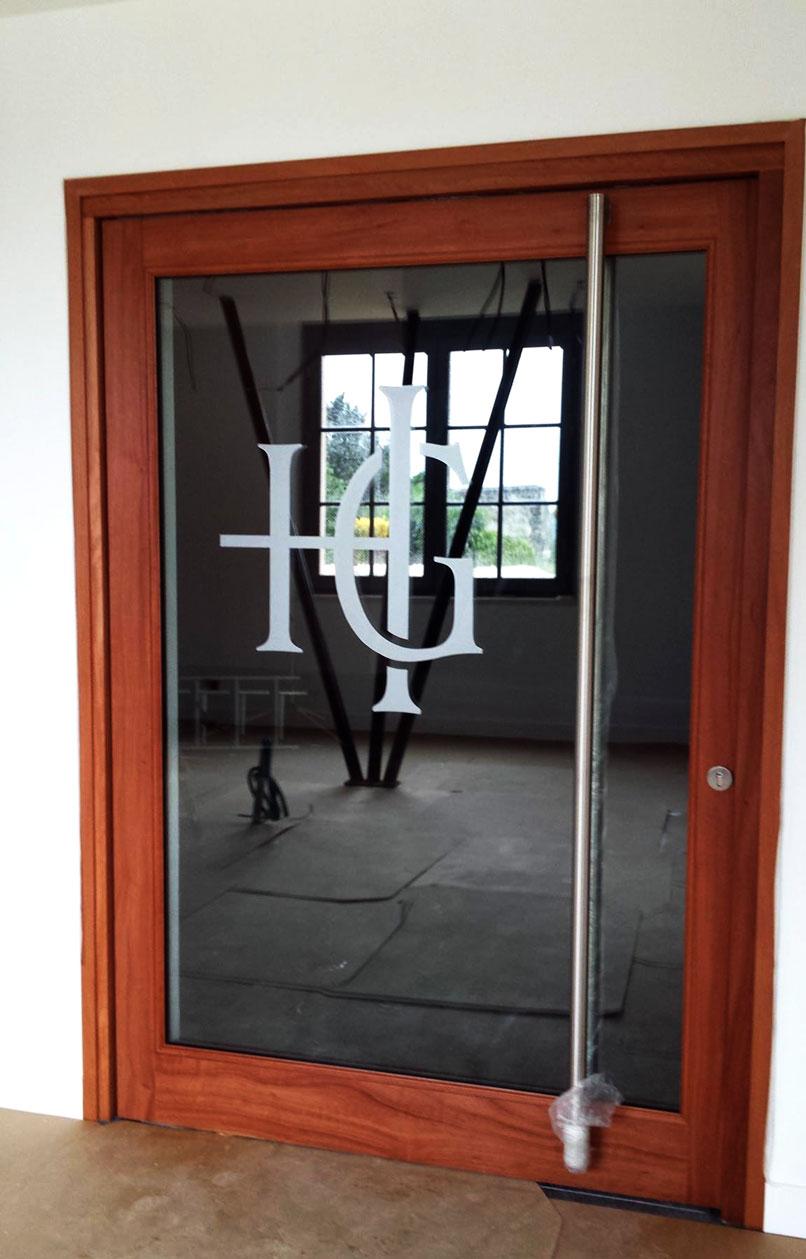 BMJ-publicité Porte vitrée décoration en vinyle dépoli